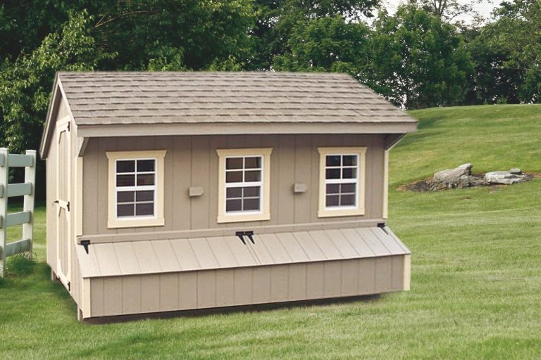 prefab chicken coops Clay Q712 Front View 1